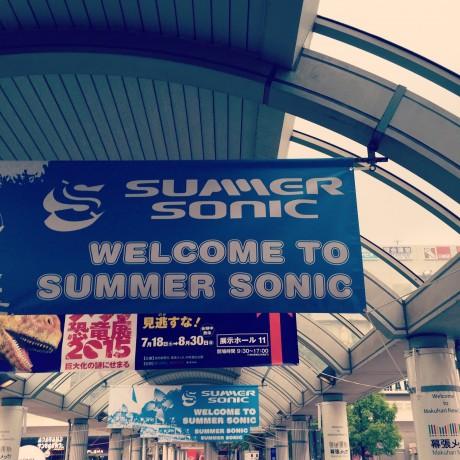 海浜幕張駅前のサマソニ垂れ幕